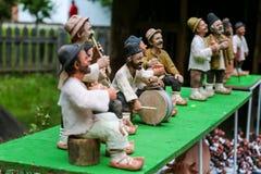 Tradycyjne Rumuńskie lale Muromets wystawiający Tradycyjni Rumuńscy produkty w Rumuńskiej wiosce Muzealny Nicolae Gusti jak Zdjęcie Stock