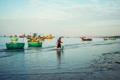Tradycyjne stare drewniane Wietnamskie łodzie i round łodzie rybackie Fotografia Royalty Free