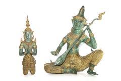 Tradycyjne Tajlandzkie brązowe statuy odizolowywać przeciw białemu backgro zdjęcie stock