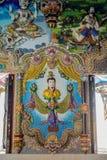 Tradycyjne Tajlandzkie styl rzeźby, obraz w kościół pod dekoracją Wata Pariwat świątynia i Obrazy Royalty Free