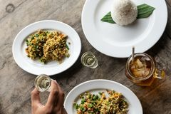 Tradycyjnego balijczyka jedzenia nazwany lawar Lawar jest minced mi?sem mieszaj?cym z warzywami, d?ugimi fasolami i pikantno?? wt obraz royalty free