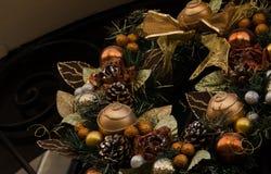 Tradycyjnego Bożenarodzeniowego wianku uświęcona roślina, boże narodzenie ornamenty obrazy stock
