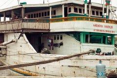 Tradycyjnego Indonezyjskiego phinisi łódkowata kurtyzacja przy Sunda Kelapa stary Obraz Royalty Free