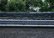 Tradycyjnego japończyka szczegółu dachowy kończy kwiecisty tło obraz royalty free