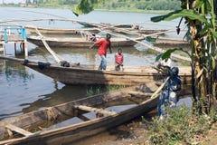 Tradycyjnego rybaka jeziorna Kivu łódź przy Gisenyi Obrazy Stock