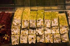 Tradycyjnego stylu Tureckiego zachwyta cukierki przy bazarem Obrazy Royalty Free