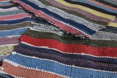 Tradycyjnego wieśniaka długi pasiasty dywanik środkowy Rosja fotografia royalty free