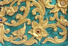 Tradycyjnej Tajlandzkiej stylowej sztuki obrazu złocisty wzór na ścianie Zdjęcia Royalty Free