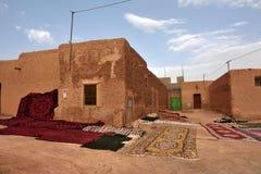 Tradycyjni berber dywany suszy w na wolnym powietrzu Zdjęcie Royalty Free