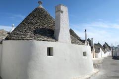 Tradycyjni biali trulli budynki zdjęcie stock