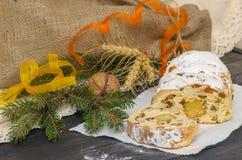 Tradycyjni boże narodzenia stollen Niemieckiego świątecznego deser Fotografia Royalty Free