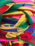 Tradycyjni Buddyjscy kolorowi faborki wiązali wpólnie przy świątynią Obraz Royalty Free