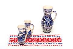 Tradycyjni ceramiczni kubki Zdjęcia Royalty Free