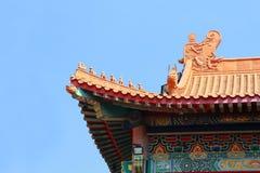 Tradycyjni chińskie świątynia w Tajlandia dekorował z mitologicznymi bestiami Zdjęcie Royalty Free