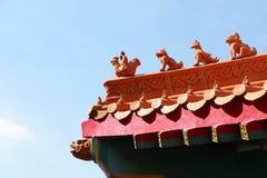 Tradycyjni chińskie świątynia w Tajlandia dekorował z mitologicznymi bestiami Fotografia Stock