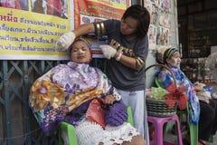 Tradycyjni chińskie metoda twarz włosy usunięcie Fotografia Stock