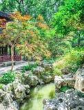 Tradycyjni Chińskie ogród z skałami i stawami przy Yu ogródami, Szanghaj, Chiny obrazy royalty free