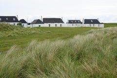 Tradycyjni croft domy na Szkockiej wyspie obrazy royalty free