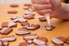 Tradycyjni domowej roboty boże narodzenia piernikowi Zdjęcia Royalty Free