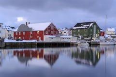 Tradycyjni domy w wiosce Henningsvaer obraz royalty free