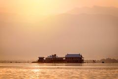 Tradycyjni Drewniani domy na Stilts przy Inle jeziorem w Myanmar Fotografia Royalty Free
