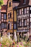 Tradycyjni drewniani domy w Colmar, Francja Zdjęcia Royalty Free