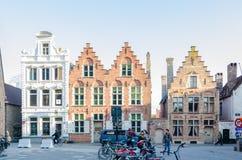 Tradycyjni Flamandzcy domy w średniowiecznym miasteczku Bruges, Belgia obrazy stock