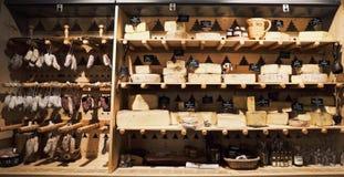 Tradycyjni Francuscy sery i suchy saucissons pokaz w miejscowym Obrazy Stock