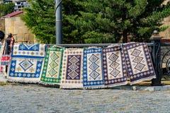 Tradycyjni Gruzińscy dywany i kilimów dywaniki z typowymi geometrical wzorami w Tbilisi Gruzja Europa zdjęcia royalty free