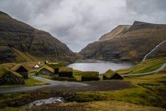 Tradycyjni historyczni budynki w Saksun wiosce, Faroe wyspy zdjęcie royalty free