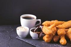 Tradycyjni Hiszpańscy deserowi churros z gorącą czekoladą i coffe Fotografia Stock