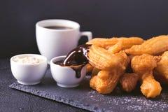 Tradycyjni Hiszpańscy deserowi churros z gorącą czekoladą i coffe Obraz Royalty Free
