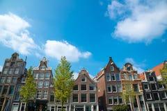 Tradycyjni holenderscy średniowieczni budynki w Amsterdam Zdjęcie Stock