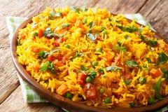 Tradycyjni Indiańscy uliczni karmowi ryż z warzywami w górę talerza dalej horyzontalny fotografia stock