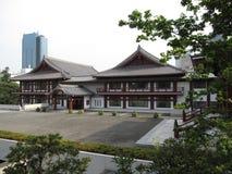 Tradycyjni Japońscy budynki otacza Buddyjską świątynię obrazy stock
