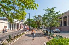 Tradycyjni kolonisty stylu budynki lokalizować na głównej ulicie Zdjęcia Stock