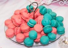 tradycyjni kolorowi francuscy macarons Fotografia Royalty Free