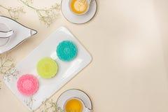 Tradycyjni mooncakes na stole z copyspace Obrazy Royalty Free
