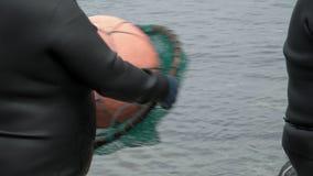 Tradycyjni nurkowie przy Jeju wyspą, także Dzwoniącą jako Haenyeo, Wykonują Symbolicznego tana i piosenkę Zanim Zbierający Shell zdjęcie wideo
