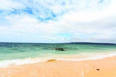 Tradycyjni Philippines łódkowaci w scenicznym krajobrazie przy Boracay Fotografia Royalty Free