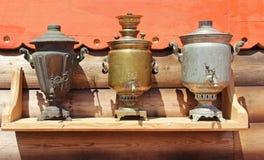 Tradycyjni rosjanina żelaza samowary dla herbaty Rosja fotografia stock
