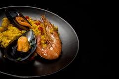 Tradycyjni ryż w paella z ryba i mięsem Fotografia Royalty Free