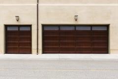 Tradycyjni 3 samochodowy garaż Fotografia Royalty Free