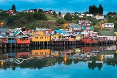 Tradycyjni stilt domy znają jako palafitos w mieście Castro przy Chiloe wyspą w Chile zdjęcie stock