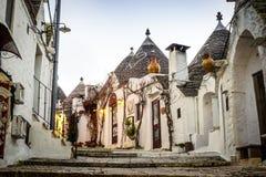 Tradycyjni trulli domy w Arbelobello, Puglia, Włochy Obrazy Stock