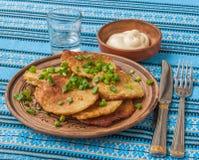 Tradycyjni Ukraińscy domowej roboty kartoflani bliny (draniks) Fotografia Stock