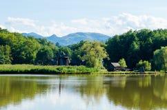 Tradycyjni wiatraczki od Rumunia obramiali w cudownym krajobrazie Obrazy Royalty Free