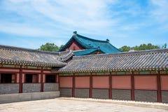 Tradycyjni zadaszający budynki w Changdeokgung pałac kompleksie Obrazy Royalty Free