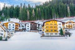 Tradycyjni zima domy w Ischgl, Austria Obraz Royalty Free