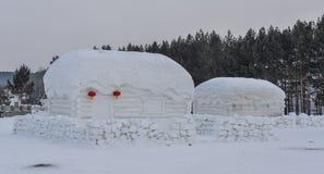 Tradycyjny śniegu dom przy górską wioską fotografia stock